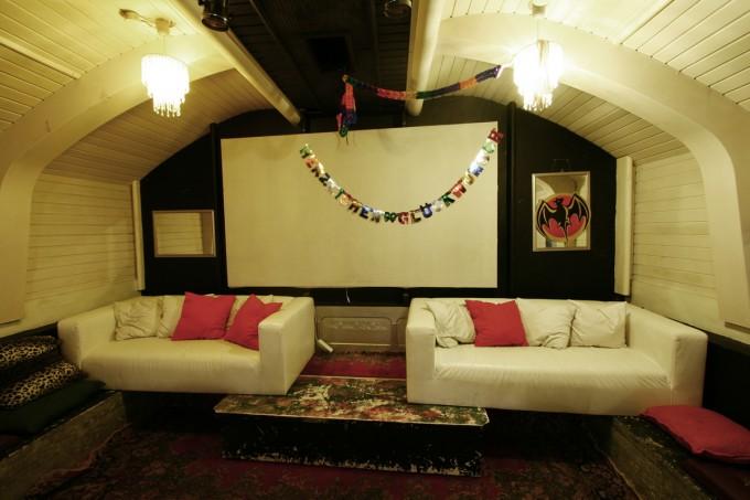 Das kleine Kino im grossen Partyraum