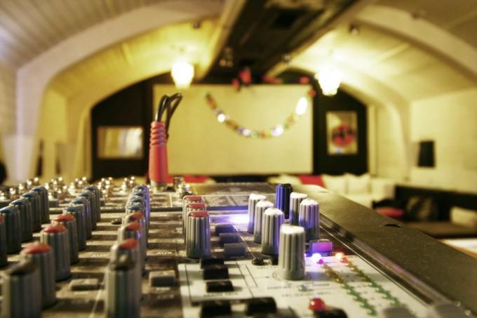 Auch kleine Konzerte sind im gratis Partyraum möglich