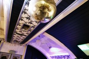 Der Partyraum ist kostenlos und verfügt über eine Musikanlage und einer Bar samt Bedienung.