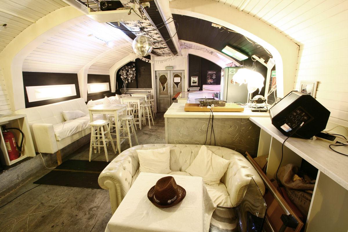 Der Partyraum bietet für knappe 60 Menschen Platz